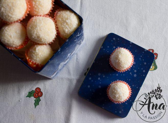 Homemade Raffaello balls by Ana y la passion