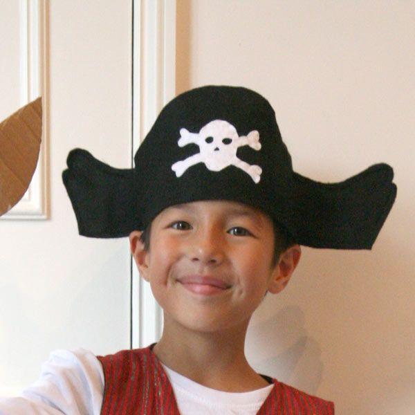 Pour Mardi-Gras, confectionnez très facilement un chapeau de pirate pour votre…