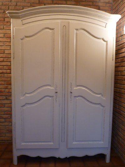 voici une armoire ancienne qui a t faite avec la. Black Bedroom Furniture Sets. Home Design Ideas