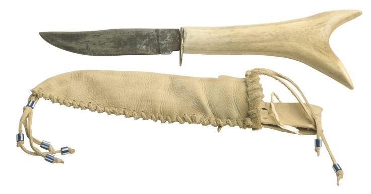 Como prender uma bainha para faca em um cinto. As facas são ferramentas valiosas para acampamento, caça, carpintaria ou sobrevivência na selva. No entanto, ao carregar diversos equipamentos, levar uma faca na mão ou guardá-la em sua bolsa é perigoso e inconveniente. Prendê-la no cinto a mantém ao seu alcance, permitindo o acesso rápido e fácil. Algumas bainhas ou estojos de faca são projetados ...