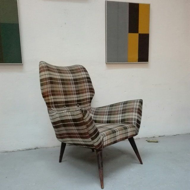 [350€] Poltrona anni 50 con tessuto originale, ben conservata! Misure in cm: 70x55x80h. Magazzino76 // Via Padova, 76 - Milano. Possibilità di consegna a Milano.  #magazzino76 #viapadova76 #milano #vintage #modernariato #antiquariato #design #industrialdesign #furnituredesign #furniture #mobili #modernfurniture #armchair #chair #poltrone #arredo #arredodesign