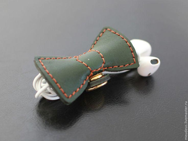 """Купить Чехол для наушников """"Зеленый бантик"""" держатель для шнура - тёмно-зелёный, однотонный, чехол для наушников"""