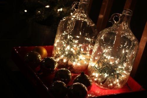 Udendørs lyskæder i en stor glasflaske (eller  krukke) skaber ...