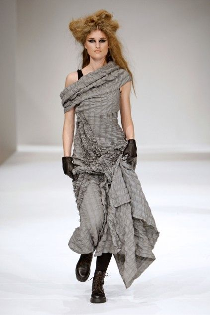 grundahl-tank with asymetrical neckline and great draping
