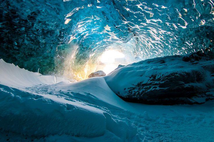 Eishöhlen unter dem #Vatnajökull Gletscher / Ice caving under the Vatnajökull #Glacier #Island #Iceland