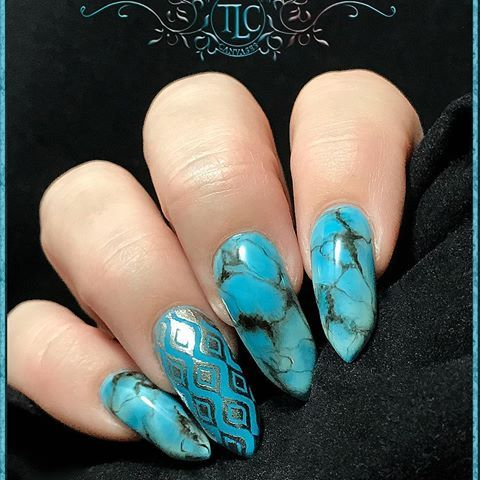 Hand drawn Turquoise stone effect and gel stamping with chrome. #turquoise #gelpolish #nailart #chromenails #stamping #nailsofinstagram