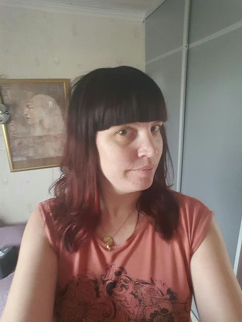 my corner of the world: Dark and red hair