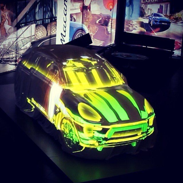 Presentation of a new #Porsche Macan. #3Dmapping #videomapping #projection #show #DreamLaser
