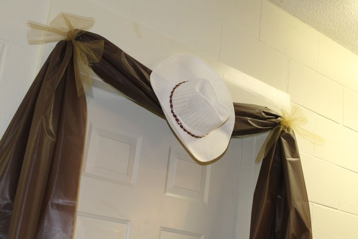 Western Party Door Decoration - Tablecloth and Cowboy Hat