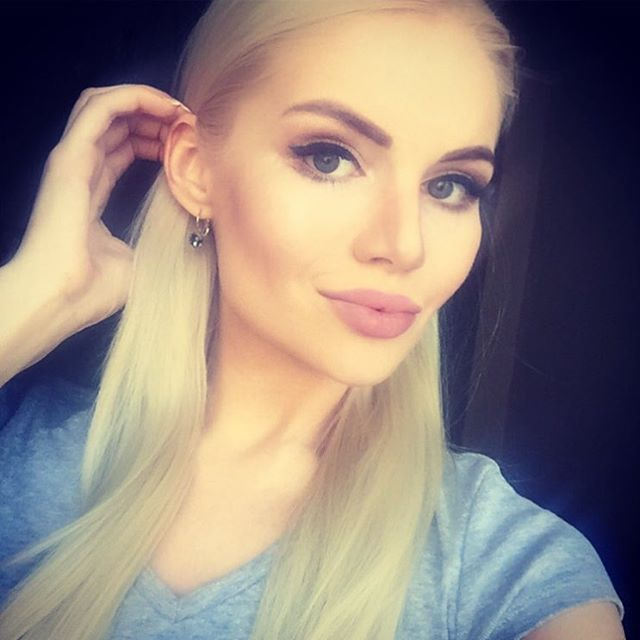 """Alyona Vragevskaya - """"Lashes lashes... 👀I think the whole of Moscow makes lashes in the Studio @annaklyuchko And not surprising, because there the best masters. Best quality! I do just there!!! And not for the first year🙈👍🏼👁"""""""