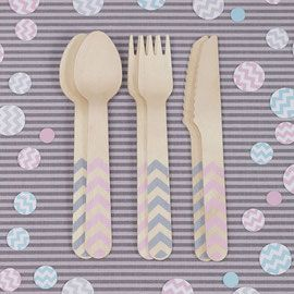 Pour une déco fête d'anniversaire pastel avec le motif tendance, le motif chevron ! Découvrez notre sélection déco anniversaire pastel chevron rose clair et vert menthe : assiette en carton pastel chevron, gobelet en carton pastel chevron, serviette en papier pastel chevron, couvert en bois pastel chevron, serrviettes en papier pastel chevron,pailles en papier pastel, guirlande décorative pastel, boules en papier pastel,kit de décoration gateau pastel. For a pastel birthday party,discover...