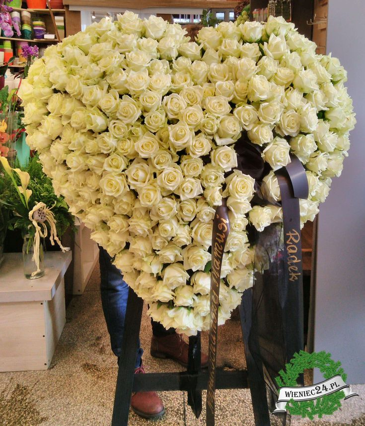 Wieniec Pogrzebowy Biale Serce Flower Arrangements Diy Diy Arrangements Flower Arrangements
