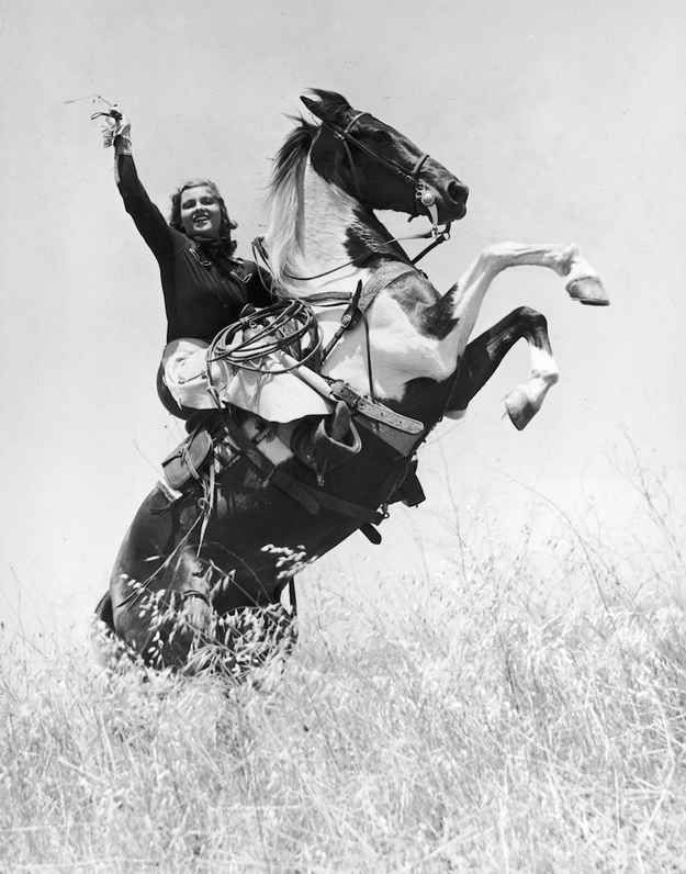 1945: Actress and rodeo champ Betty Miles poses for an epic pic.