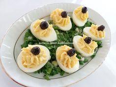 malzemeler: 5 tane bol tuzlu suda haşlanmış yumurta (içine 1 fiske karbonat atarsanız kabuklarını çok kolay çıkarırsınız) iç harcı...
