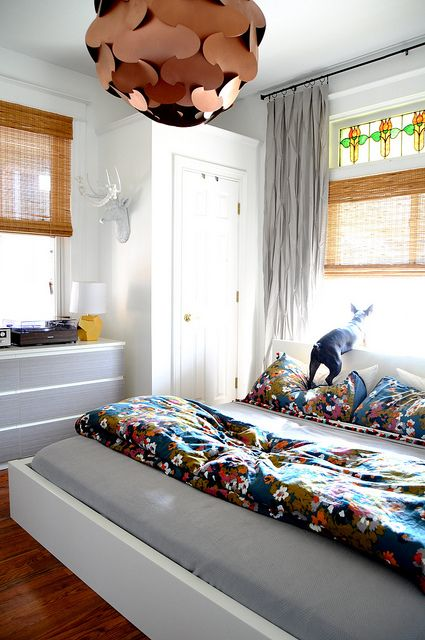 Colorful bedroom - love the chandelier! eclecticallyvintage.com