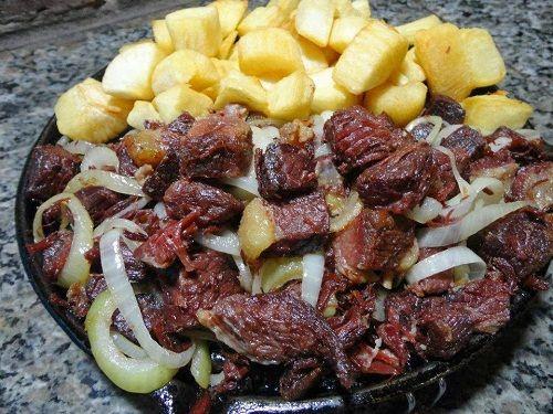 Carne de sol com mandioca (macaxeira) ... e tim tim p vcs