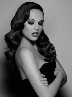 old hollywood glamour hair and makeup