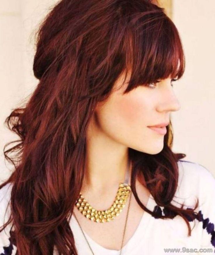 Seçeneklerde yer alabilecek bir başka saç rengi ise koyu kızıl saç rengi ise ateş kırmızısı. bu renk çekici bir saç rengi olan bu ton erkekler tarafından çok beğenilmektedir. Bu kısa