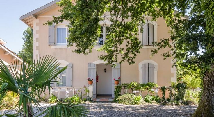 Hôtel-Restaurant L'Océana Lanton Boasting an ideal location between the Dune du Pyla and Cap Ferret, Océana welcomes you in a peaceful setting by the Bassin d'Arcachon and has free Wi-Fi access and free private parking on site.