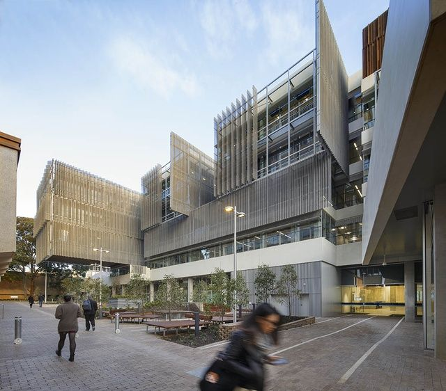 MDS - north facade and courtyard - credit: Peter Bennetts