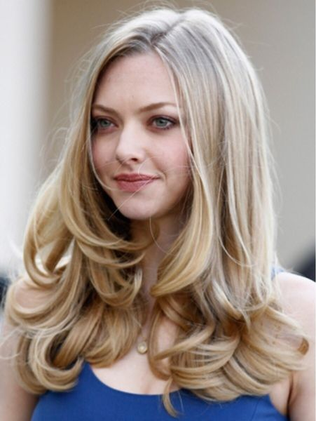 Amanda Seyfried beautiful blond long curled hair