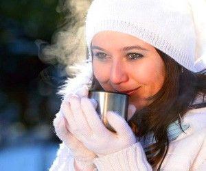 Традиционные напитки, которые обязательно нужно пить в холода, — глинтвейн, эг-ног и горячий пунш.