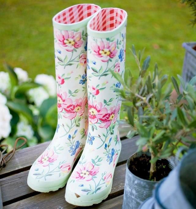 I want these so bad; for the rainy walks with the dog...that I don't have yet, but I will.