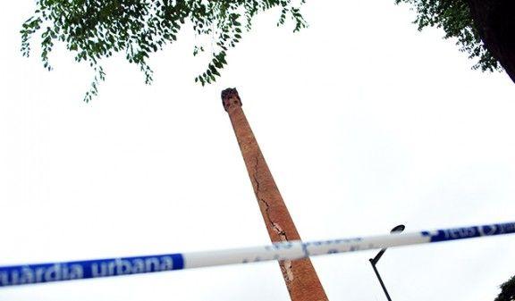 La fumera de la Fàbrica de Reus, en perill després de caure-li un llamp | Reus Diari