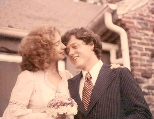 """The Clintons got married in their living room in 1975, a stark contrast to their daughters """"fairy-tale"""" wedding in 2010. #Clinton #Wedding"""