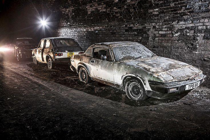 Explorez ce mystérieux cimetière de voitures abandonnées dans les profondeurs de Liverpool   SooCurious