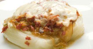 Receta de Endibia con cebolla confitada, jamón y queso