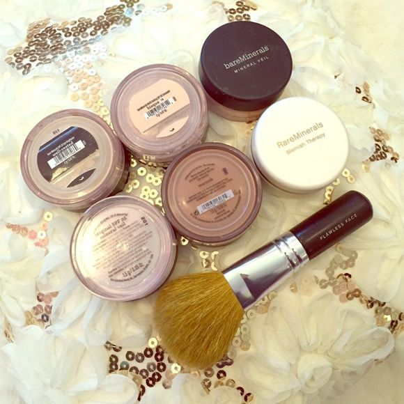 ⚡️1H SALE⚡️NWOT Bare Minerals Bundle w/ FREE GIFTS Huge Bare Minerals bundle with fan favorite Bare Min. products that work for every skin tone! Set includes: Well-rested under eye concealer (toned yellow to cancel out purple), Warmth (natural bronzer suitable for warming up all skin tones), Original SPF 25 Mineral Veil (translucent finishing powder), & Multi-Tasking SPF 20 Concealer in the shade Bisque. All opened, but never used. Also included for FREE: Original mineral veil, Blemish…