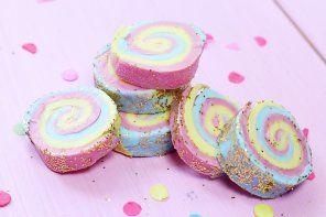 DIY Seife mit Regenbogen Muster selber machen