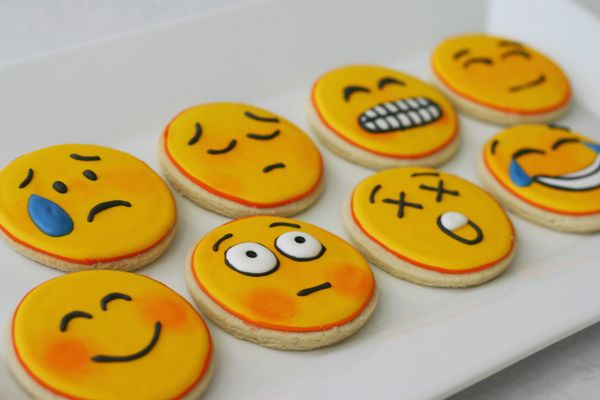 i need to learn how to make these... and then Ill put one in my husbands lunch box each day... of course they would all be smiles... hahah