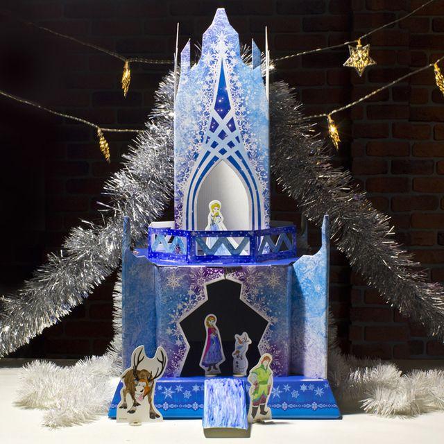 Уникальный замок из плотного картона в стиле популярного мультфильма «Frozen». Замок-конструктор собирается из множества красочных элементов, некоторые из них окрашиваются. Готовый замок декорируется наклейками. К набору прилагаются еще и главные герои. В комплекте:  • картонный замок  • 4 персонажа из картона  • 12 цветных наклеек  • краски  • кисточка  • инструкция  Размер собранного замка: 35х35хх55 см Цена 309 грн