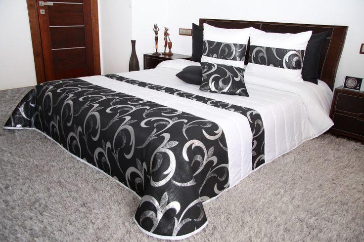 Elegancka biała narzuta na łóżko  z czarnym pasem z srebnym ornamentem
