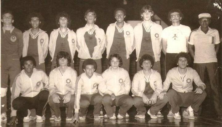 Seleção de Campo Mourão de Handebol - Jogos Abertos do Paraná, 1977 em Arapongas.  (Timaço, terminamos em segundo lugar. Perdemos a final para Cornélio Procópio por um gol de diferença [desperdiçamos oito bolas de sete metros, o penalti do handebol]).