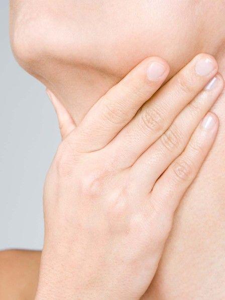 Bemerken wir plötzlich kleine Beulen am Hals, bekommen wir leicht einen Schreck: Steckt eine Erkrankung dahinter? Wir erklären, wann geschwollene Lymphknoten harmlos sind.