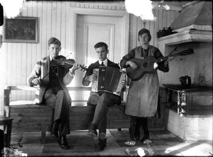 Glasplåtarna hittades i slutet av 1970-talet på vinden i en lillstuga som hört till Jonas Granaths hus i Runemo, Hälsingland (Jonas var bror till Per). Därefter har dom förvarats av Eva Granath i Kolbäck.
