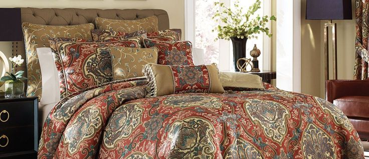 DILLARDS BEDDING COLLECTIONS Dillards bedding collections include comforters, quilts, duvet covers, throws, blankets and fabulous sheet sets that range from subtle batik, to charming country cottage floral prints and contemporary designs. Find the latest styles from brands such as Southern Living, Candice Olson, Noble Excellence and many more. The right bedding can mean the