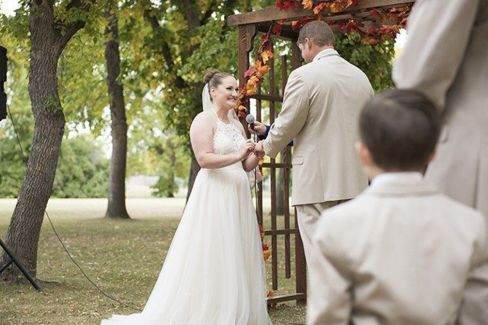 Fall wedding inspiration in Riverside Park, Swift Current.