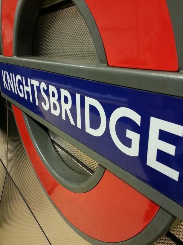 KNIGHTSBRIDGE TUBE STATION | KNIGHTSBRIDGE | LONDON | ENGLAND: *London Underground: Piccadilly Line*