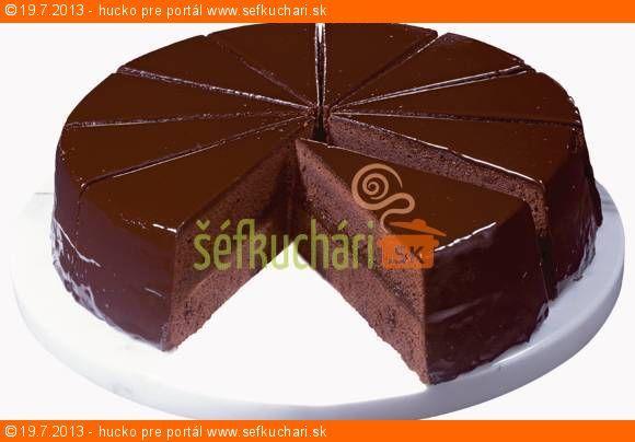 Vytlačiť Sacherova torta Originál je len jeden a ostatné recepty sa ho len snažia napodobniť. Niektoré sú lepšie, niektoré nie až tak dobré. Tento je jeden z podarenejších. Ingrediencie 6 vajec 200 g klasické maslo 200 g čokolády na varenie alebo horká 200 g práškový cukor 160 g hladkej múky 40 gramov vanilínového cukru 1 …