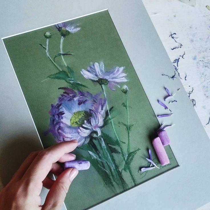 Редкий случай, когда в качестве фона осталась цветная бумага.  #архив #пастель…