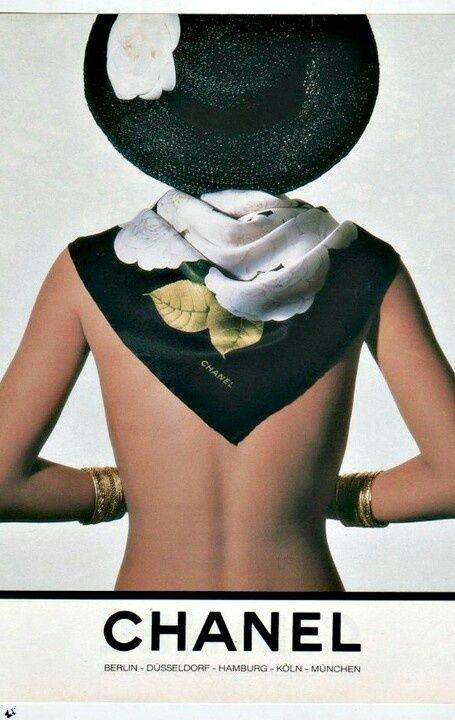 Découvrez l'histoire du foulard Chanel à travers cette marque fabuleuse de luxe et de mode, foulards en soie et carré en soie pour le jour comme le soir.