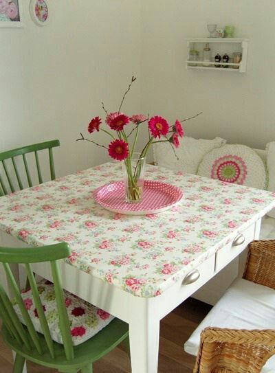 Love the idea of making a fitted table cover with cute vinyl or oil cloth. Picnic tables!!!