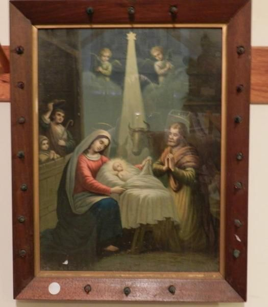 This is a vintage religious print of the nativity scene of the Virgin Mary and baby Jesus. It comes in a light up frame that measures 60 x 47cm and is 5cm deep.