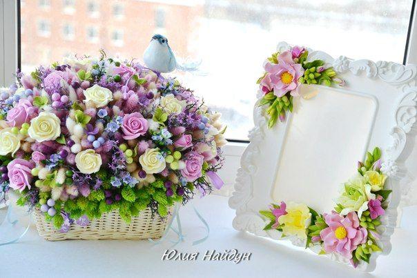 Весенняя композиция с цветами ручной работы