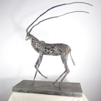 l 39 uvre antilope de serge sangan restitue avec modernit le sujet animalier avec un proc d. Black Bedroom Furniture Sets. Home Design Ideas