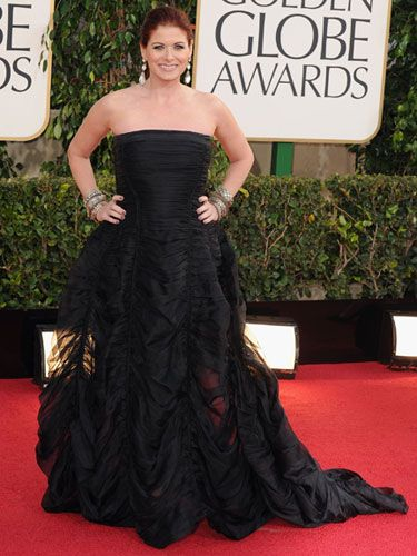 The Smash Star 'Debra Messing' flaunts her young looks at Golden Globe Awards 2013 red carpet in DKNY's strapless black gown.